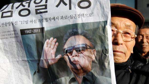 L'annonce de la mort de Kim Jong-il fait plonger les Bourses dans Les griffes à l'air img_606X341_1912-north-korea-kim-jong-il-death-reaction-RTR2VFKG