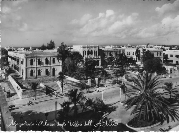 Piraterie et pitrerie judiciaire dans Les griffes à l'air mogadiscio1950-605x450